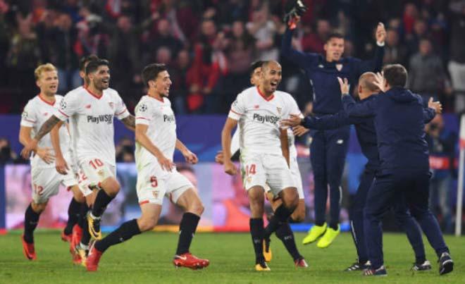 Pizarro (số 14) quân bình 3-3 ở phút 90+3 và Sevilla kéo dài chuỗi bất bại sân nhà lên 26 trận